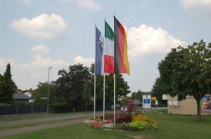 Bandiere di benvenuto all'ingresso di Reilingen